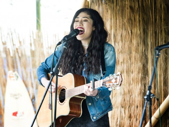Singing at the Grooves on the Green – Godley Photographic